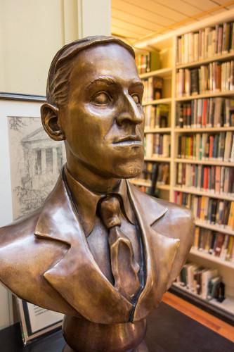 Bronzebüste H. P. Lovecrafts im Providence Athenæum
